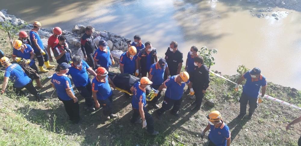 Selde kaybolan şahsın cansız bedeni 5 saat sonra sudan çıkartıldı